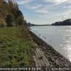 Vor der Baumaßnahme war der Rhein mit gepflastertem Deckwerk technisch ausgebaut.